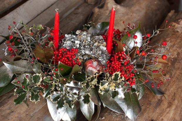 Composizioni fiori artificiali natale - Centrotavola natalizi con fiori finti ...
