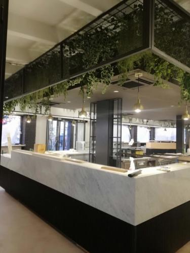 allestimenti-fiori-piante-artificiali-giardino-in-sospensione 1
