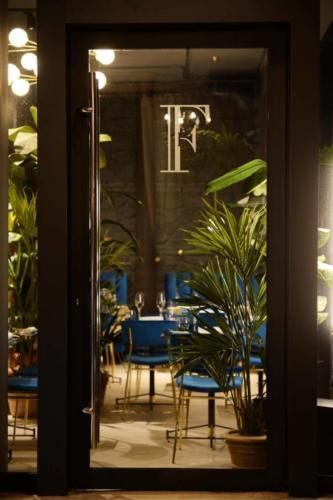 allestimenti-fiori-piante-artificiali-ristorante-bistro-lusso 10