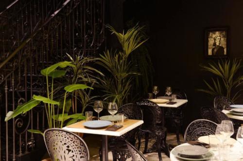 allestimenti-fiori-piante-artificiali-ristorante-bistro-lusso 11