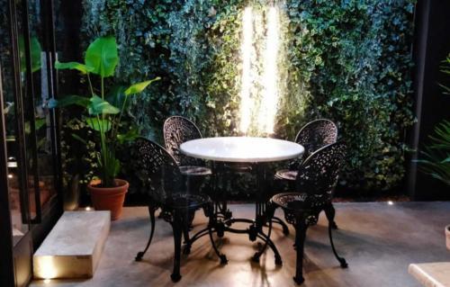 allestimenti-fiori-piante-artificiali-ristorante-bistro-lusso 15