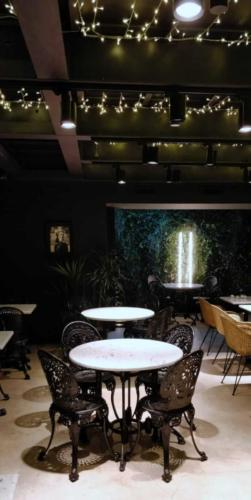 allestimenti-fiori-piante-artificiali-ristorante-bistro-lusso 2