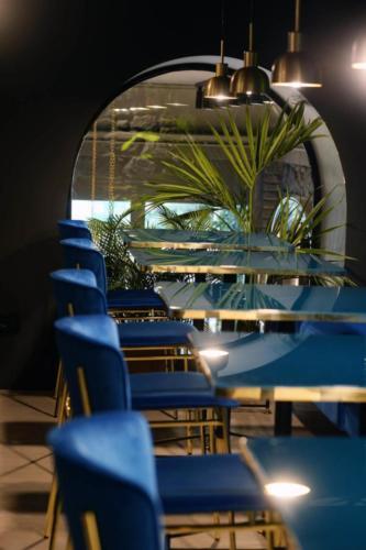 allestimenti-fiori-piante-artificiali-ristorante-bistro-lusso 8