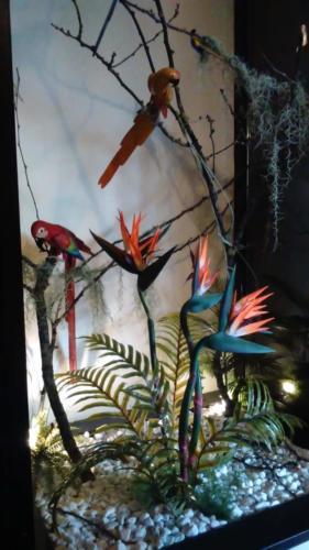 allestimenti-fiori-piante-artificiali-tropicali-ristorante-1