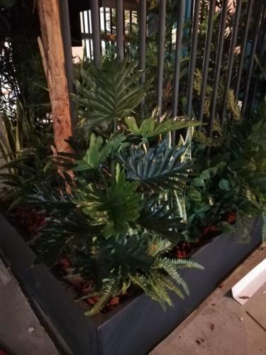 allestimenti-fiori-piante-artificiali-tropicali-ristorante-2