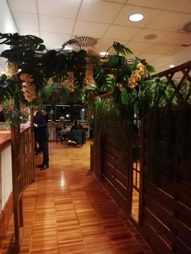 allestimenti-fiori-piante-artificiali-tropicali-ristorante-6